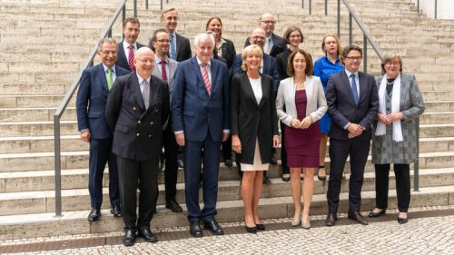 Datenethikkommission mit Bundesinnenminister Seehofer und Bundesjustizministerin Barley © R. Bertrand, BMI