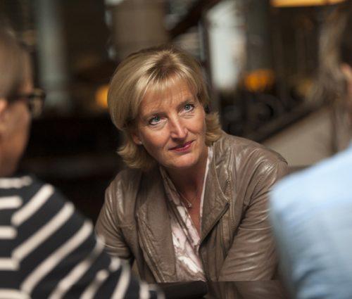 """""""Nicht länger weggucken"""", appelliert Christiane Woopen im Gespräch mit Julia Frisch und Antje Hoppe (Chefredakteurin). © pag, Fiolka"""