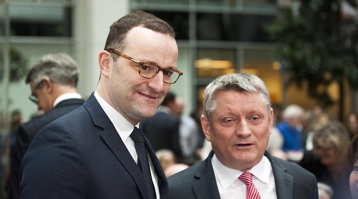 Von der Beratungspflicht zur Impflicht? Bundesgesundheitsminister Jens Spahn (CDU) und sein Vorgänger im Amt, Hermann Gröhe (CDU).